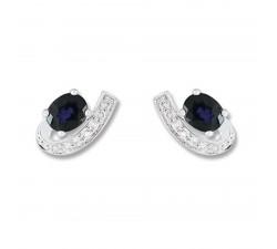 Boucles d'oreilles or gris 375/1000, Saphir bleu traité et oxydes de zirconium by Stauffer
